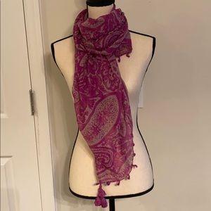 Lightweight paisley scarf o/s